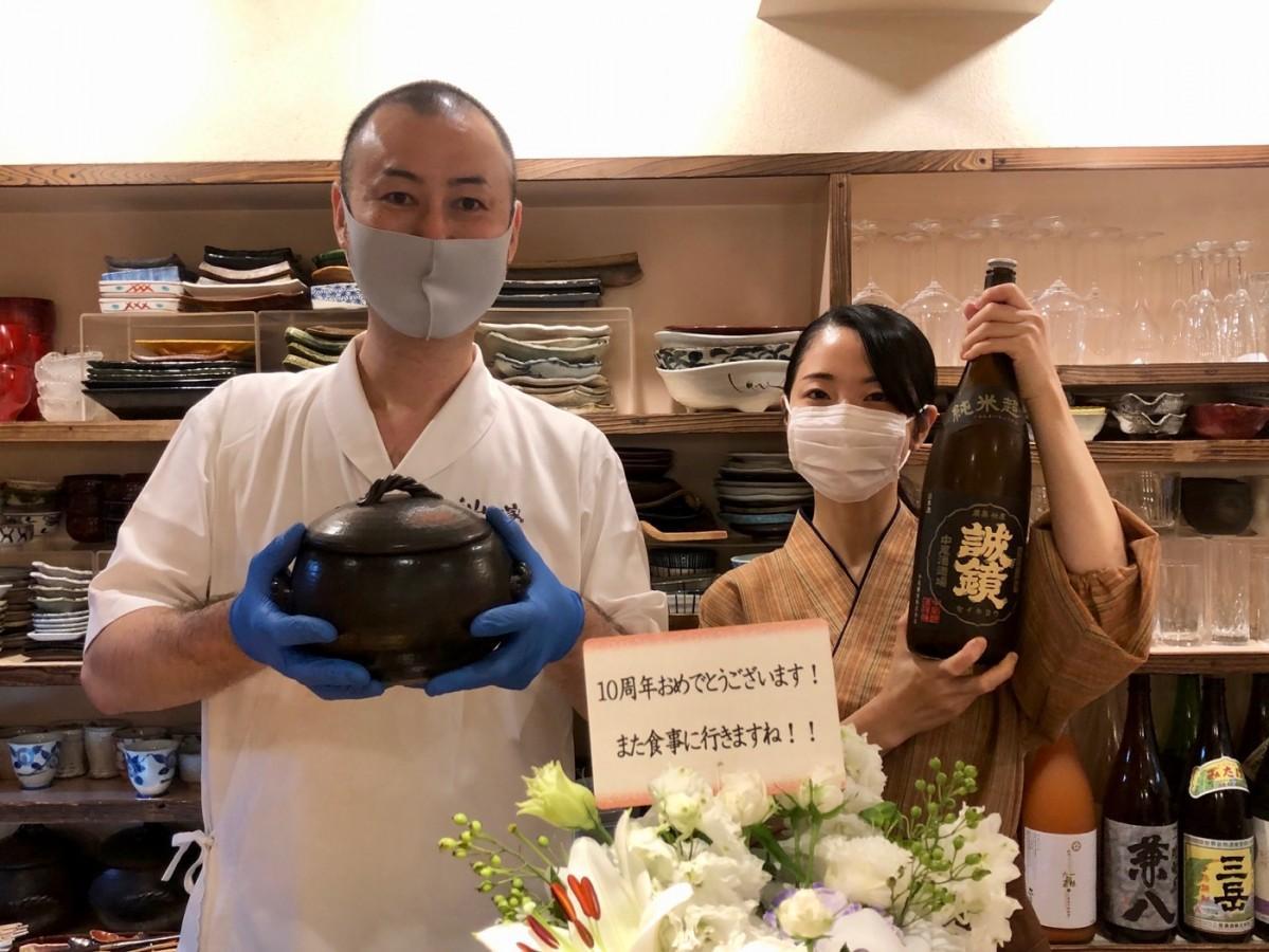 店主の山根一洋さん(左)と妻の芽里さん