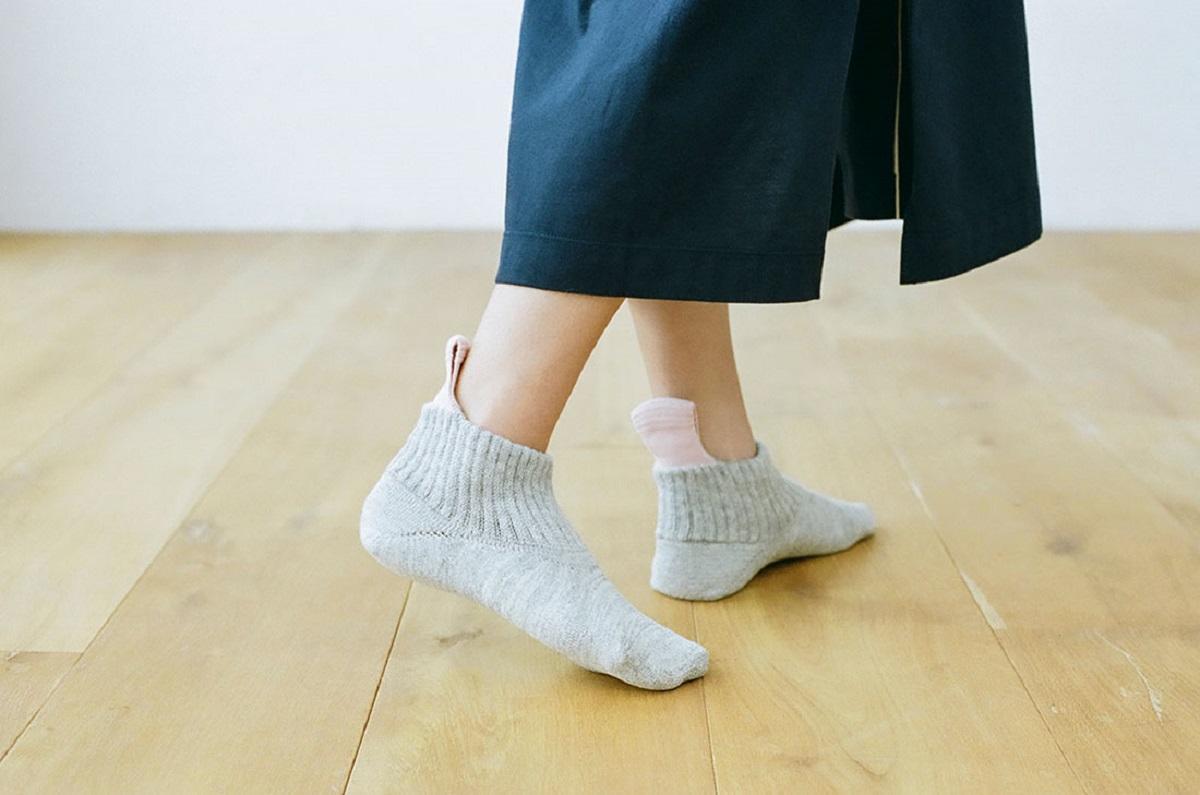 ループ付き靴下「ナイガイ コンフォート」