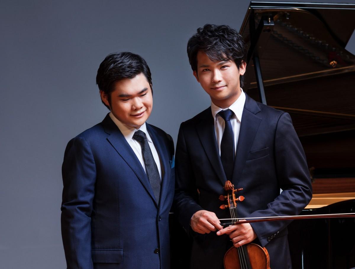 (左)ピアニストの辻井伸行さんと(右)バイオリニストの三浦文彰さん(C)Yuji Hori