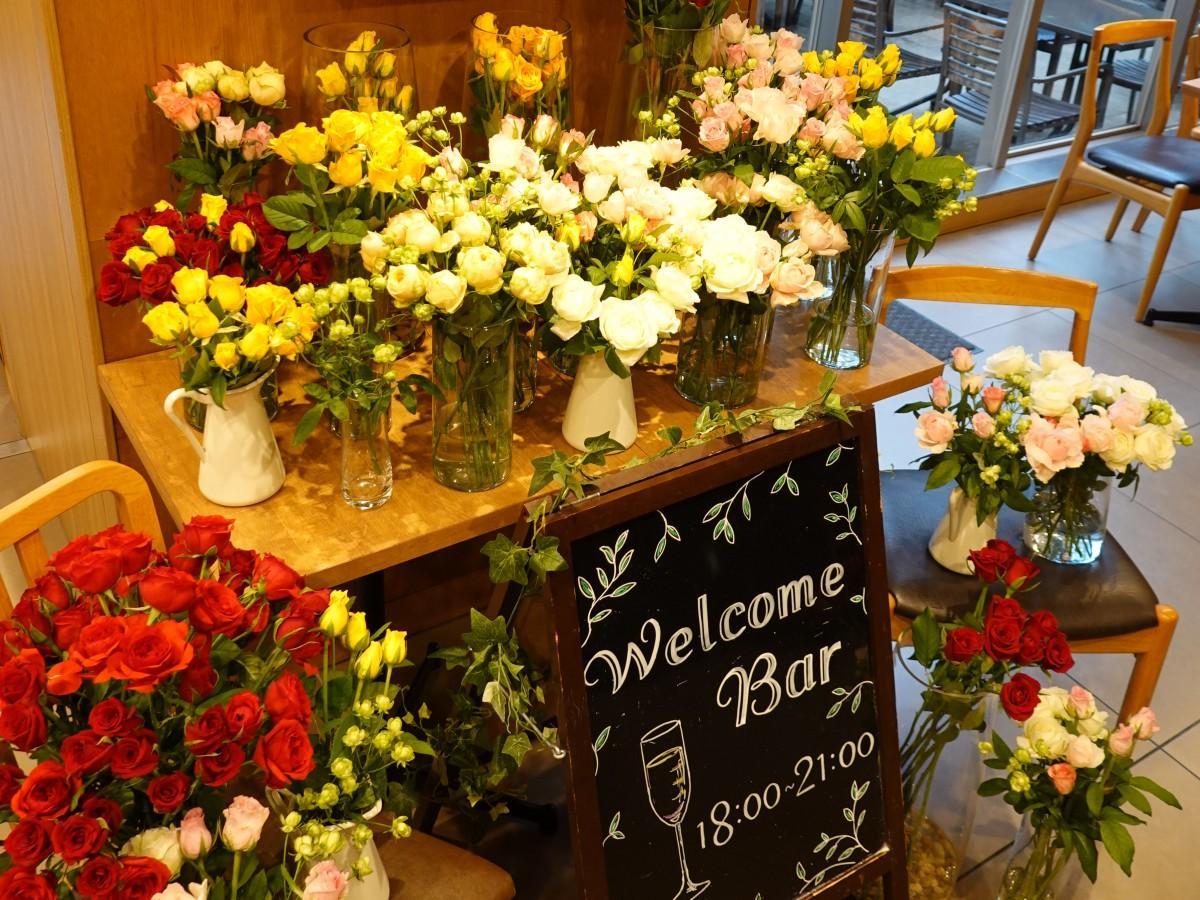 500本の花を購入し「ロハスラウンジ」を飾った9月28日の様子