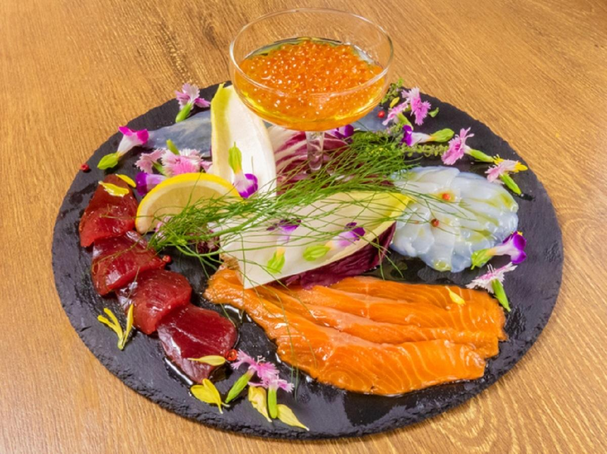 「本日 鮮魚のカルパッチョ5種」