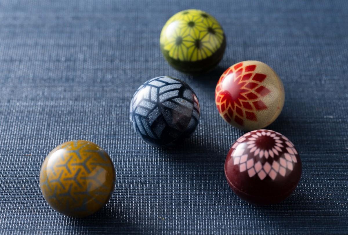 一つ一つ手作業で色付けして仕上げた新作の「手毬ショコラ」