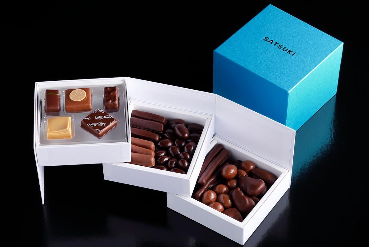 3段全て開くと横の長さが約34センチに広がる「SATSUKI CHOCOLATE 3段BOX」