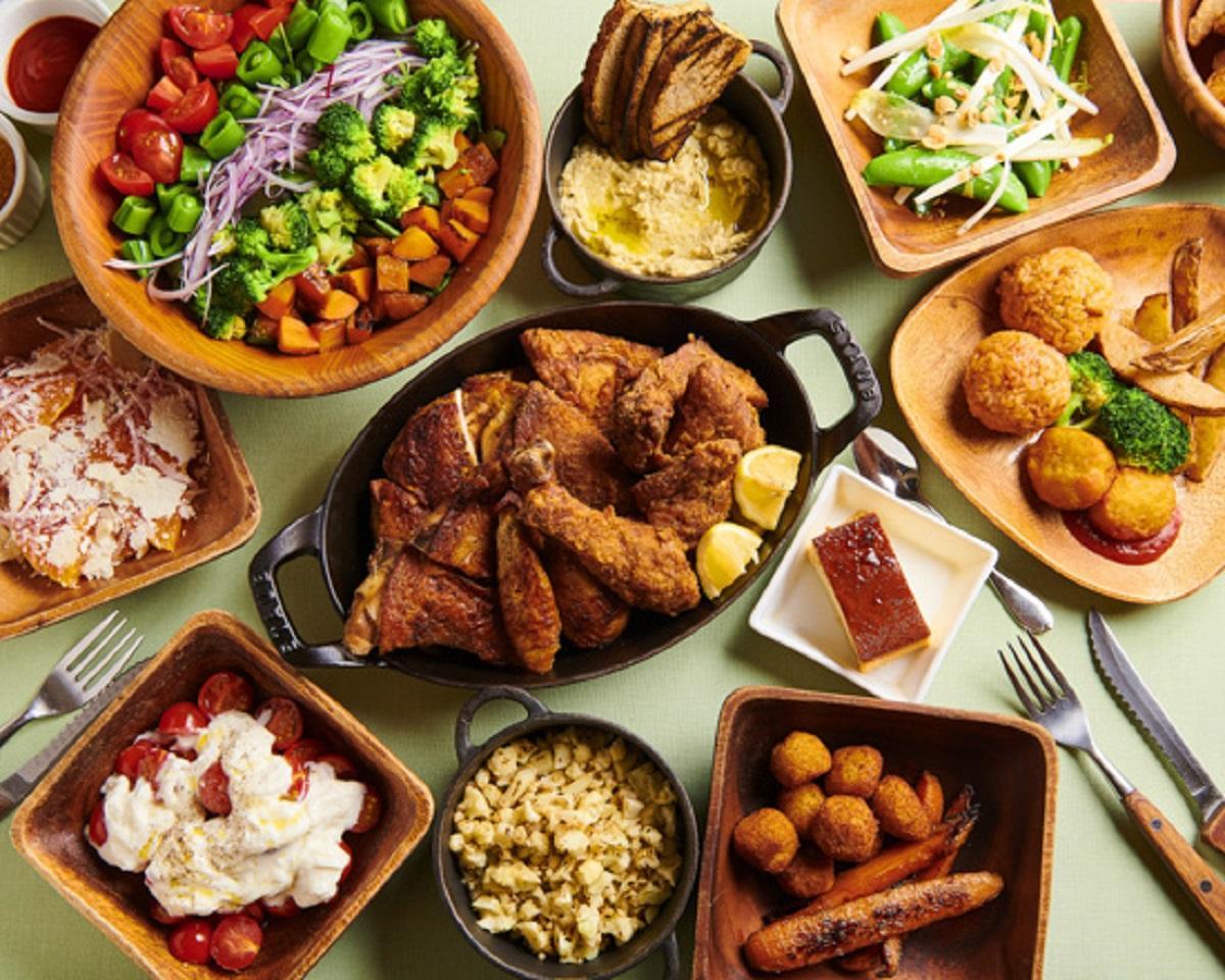 福島県産の「伊達鶏」のローストチキンと野菜料理がメインとなる同店