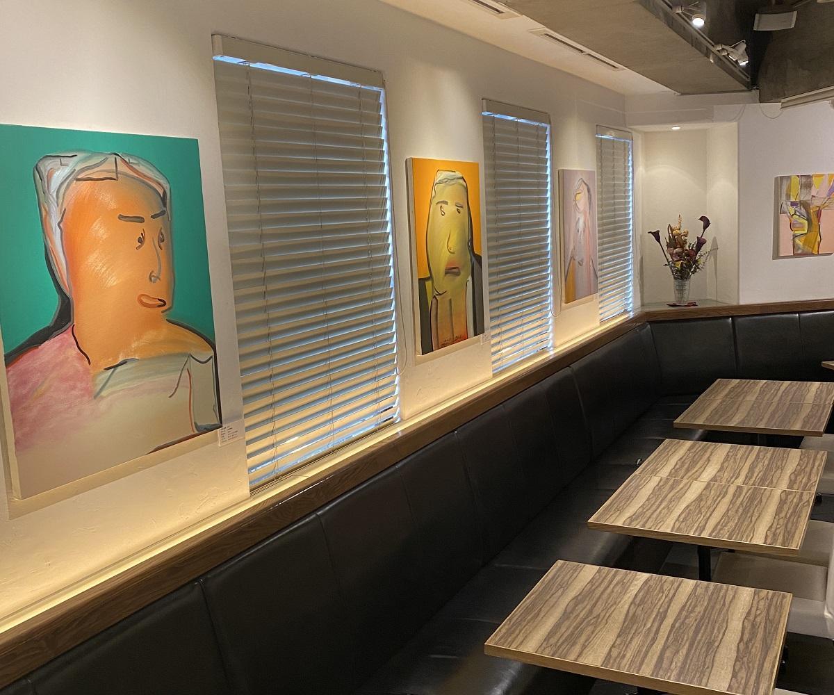 日本の若手アーティストの作品展示と販売を行う