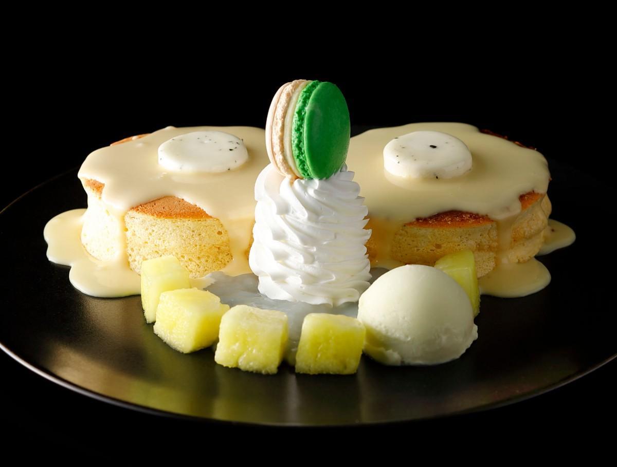 「豆乳ガナッシュ」をかけて提供する新作の「新東京マスクメロンパンケーキ」