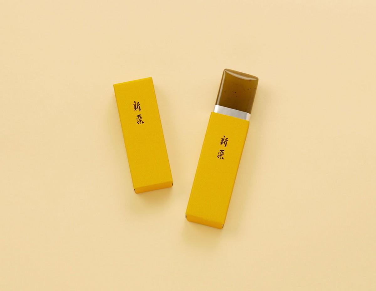 10月1日から販売を始める小形ようかんの「新栗」