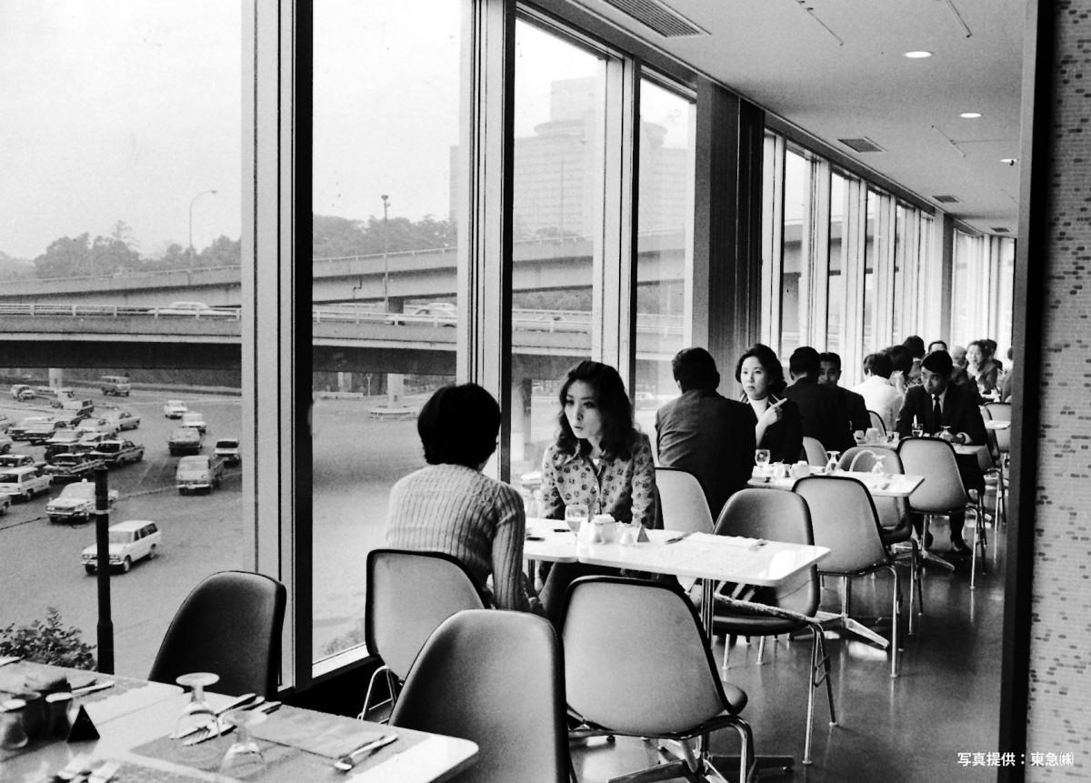 赤坂東急ホテル」3Fコーヒーハウスの様子(1969年10月撮影) - 赤坂 ...