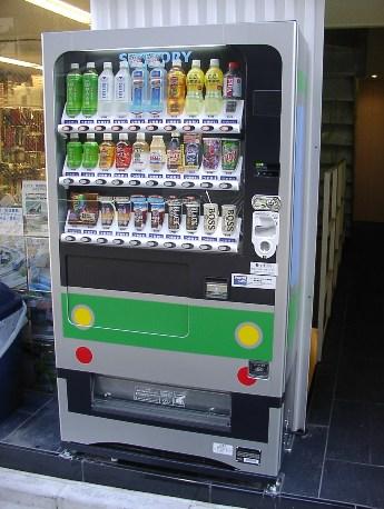 画像は同店店頭に設置されている電車タイプの自販機