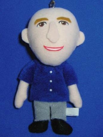 画像はインテル共同社長ロビー・スウィヌンさんのマスコット人形