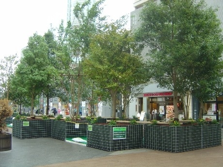 画像=秋葉原駅西側交通広場の「緑のオアシス」