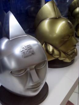 画像=黄金のマスク、銀のマスク
