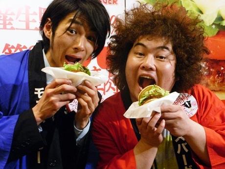 画像=ものいいの横山さんと、吉田さん