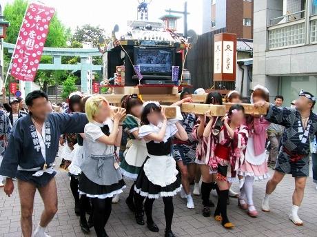 画像=巡行中の「アキバMIKOSHI」