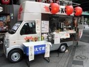 創業60周年を迎える「肉の万世」店頭に「もーぶーカー1号」登場
