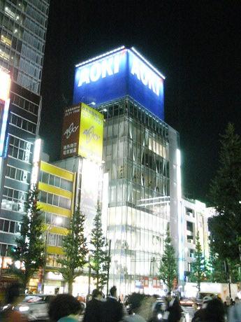 画像=AOKI 秋葉原店外観(23日晩撮影)