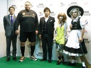 画像=左から西岡さん、曙さん、城さん、ベッキーさん、長島☆自演乙☆雄一郎さん