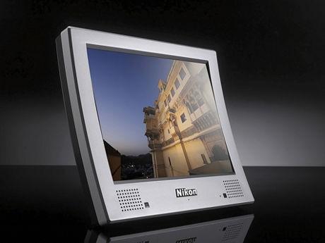 画像=3Dデジタルフォトフレーム「NF-300i」※モニターの画像は、はめ込み合成