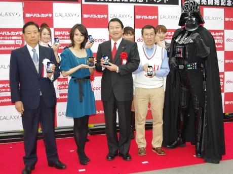 画像=左から藤沢社長、掘北さん、山田社長、松井店長、ベイダー卿