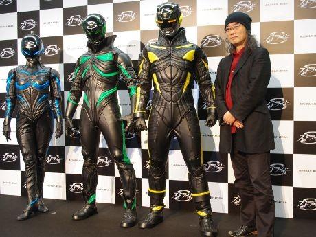 出渕さん(右)と超時間ヒーロー ストライド