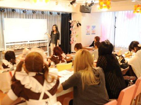 「@ほぉ~むカフェ」英会話研修講座の様子