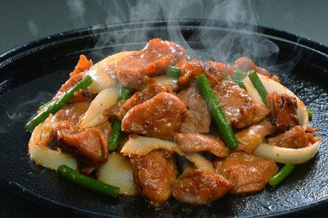 「いちのせきハラミ焼」(岩手県一関市)。手作りの味噌を使った特製ダレ、鶏1羽から20gしかとれない希少部位を使ったハラミ焼