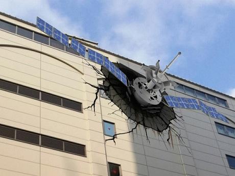 人工衛星が激突した「アトレ秋葉原1」ARイメージ