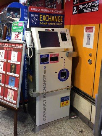 秋葉原「Hey」に設置された外貨自動両替機
