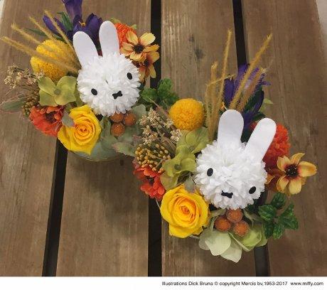フラワーミッフィー お月見アレンジ(3,780円)。プリザーブドフラワーと造花を組み合わせたことで、長く飾れる