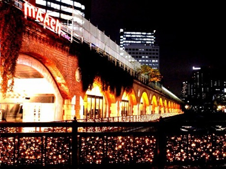 マーチエキュート神田万世橋冬のイルミネーション