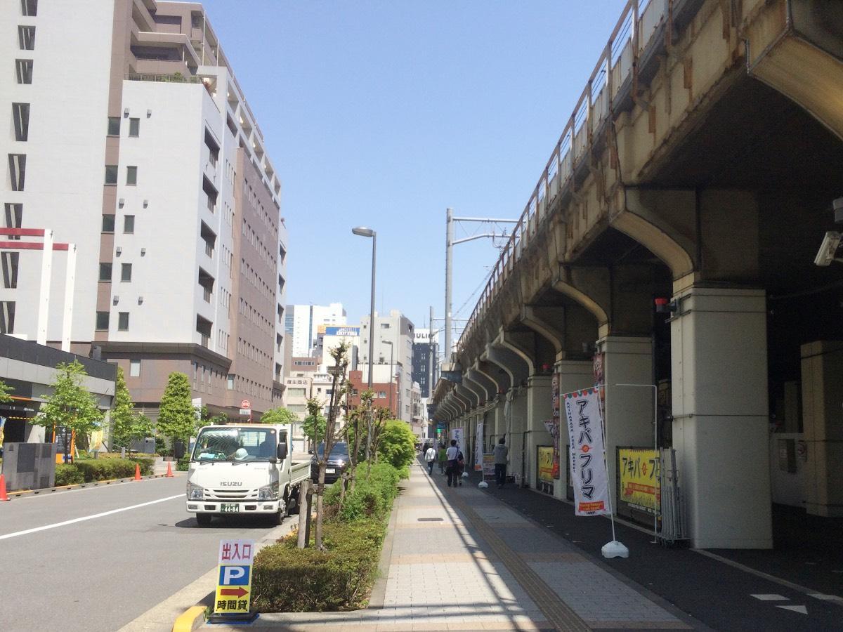 「アニメイトカフェ高架下出張店」が出店を予定するJR高架下