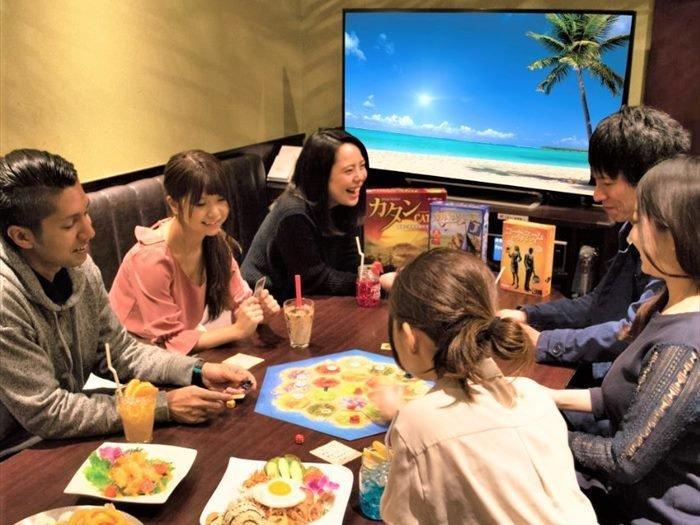 「カラオケパセラAKIBAマルチエンターテインメント」のボードゲーム無料貸し出しサービス利用イメージ