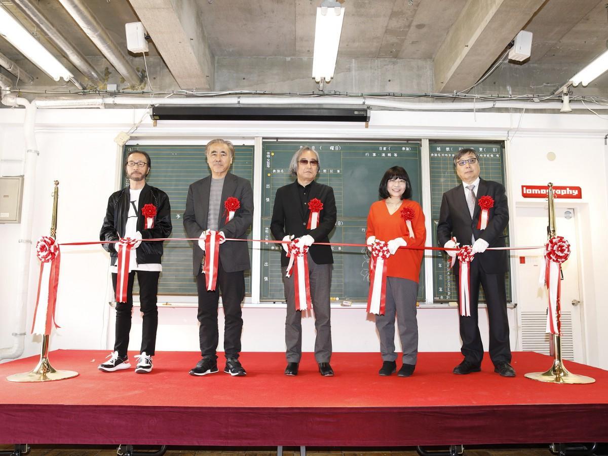 左から秋本治さん、天野喜孝さん、大河原邦男さん、高田明美さん、布川ゆうじさん