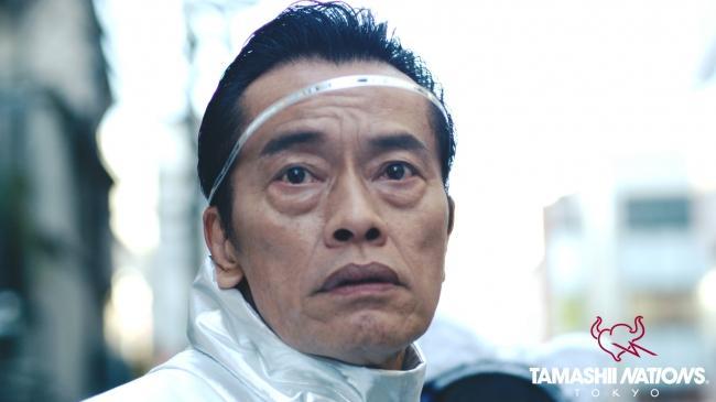 遠藤憲一さんが演じる未来人「エン=ケン」