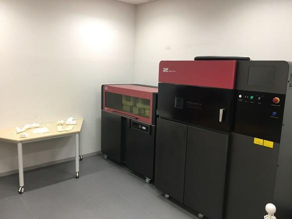 「DMM.make AKIBA」内に開設した産業用3Dプリンター体験型ショールーム