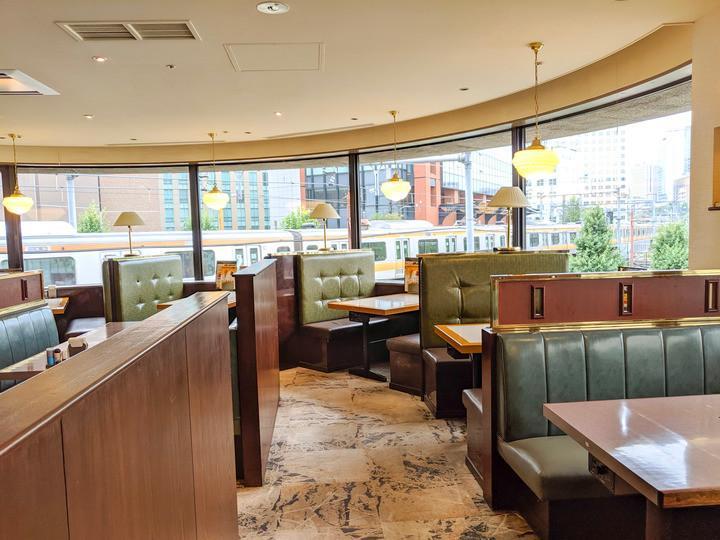 「肉の万世 秋葉原本店」3階・4階の洋食レストラン「万世」店内