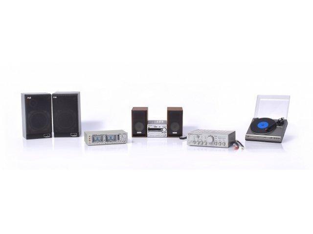「Onkyo オーディオミニチュアコレクション」。左からM-6、TA-W880、X-NFR7TX、A-817、CP-490F