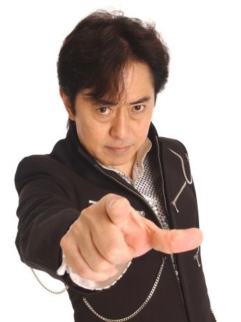 秋田のご当地ヒーローと共演ライブを開催する「アニソンの帝王」こと水木一郎さん