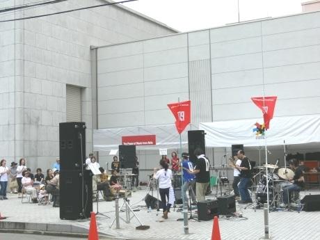 秋田市大町にある日本銀行秋田支店の駐車場(写真)も会場になったストリート音楽祭「ザ・パワーミュージックフロムアキタ」