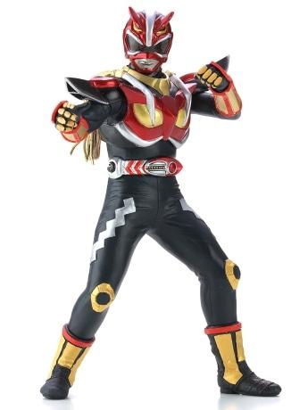 細部までリアルに再現された秋田のご当地ヒーロー「超神ネイガー」のフィギュア。主な武器類も付属