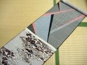 秋田の呉服店が「古布クラフト展」-1940年代の「染見本」も展示