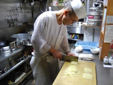 「日本最高レベルの焼きギョーザだと自負している」と話す今野信治さん