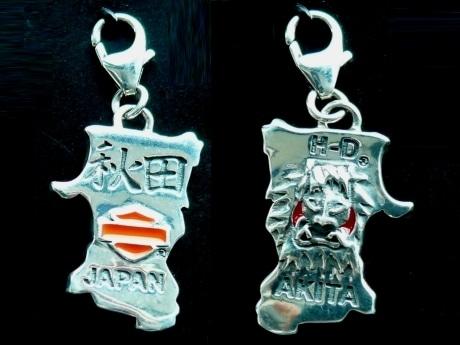 「秋田」の文字と「なまはげ」の面が刻まれた秋田限定ハーレーダビッドソン社公認チャーム