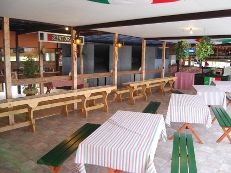 開店準備が進む海の家「AKT Beach Cafe(ビーチカフェ)」。「イタリアの休日」がテーマ