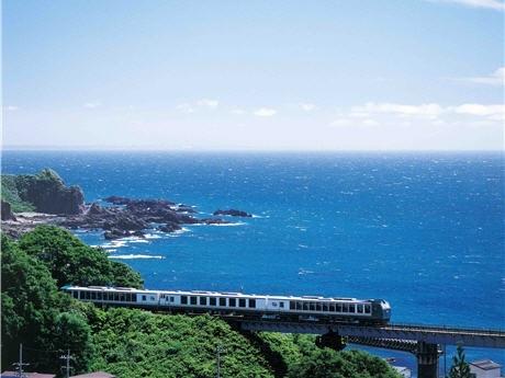 秋田駅発着の列車「リゾートしらかみ」を使う結婚披露宴「エキ・ラブ・トレイン」。挙式カップルを募集