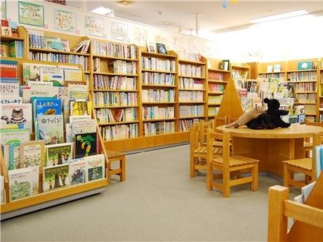 イトーヨーカドーの子ども図書館。「子育て中の母親にとって心のオアシスなので存続してほしい」との利用者の声も