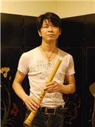 鈴木幻山さん、秋田最年少の尺八師範に-ジャンルにとらわれない尺八演奏を