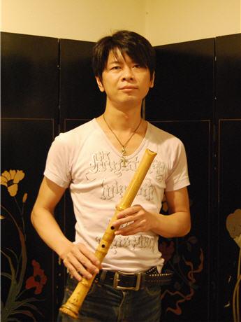 「音楽ジャンルにとらわれない演奏活動で邦楽の魅力を伝えたい」と話す鈴木幻山さん