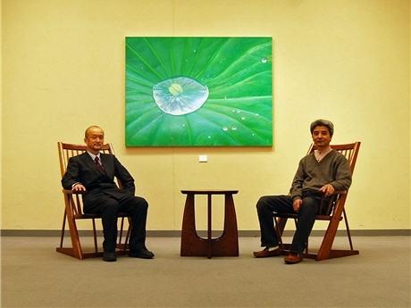 画家・金谷真さん(左)と家具職人・杉山孝史さん