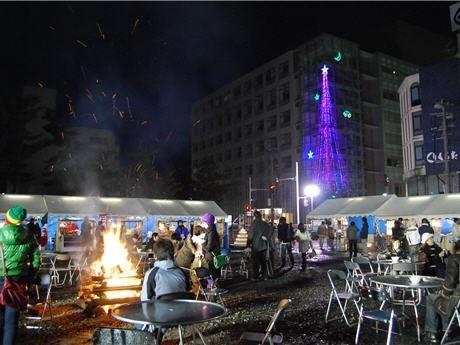 秋田市中心街区で大学生と地域住民が共同で開催するクリスマスイベント(昨年の様子)